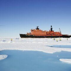 Le Pôle Nord en brise-glace avec Quark Expeditions. Des croisières d'une vie à partir de $24480.